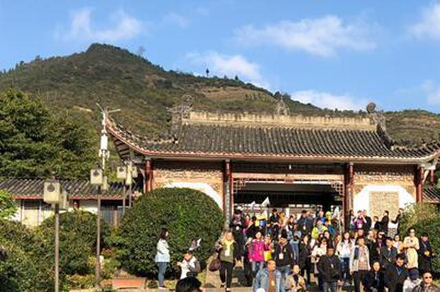 似是故人来 数百名中外游客20年后再游长江忆当年