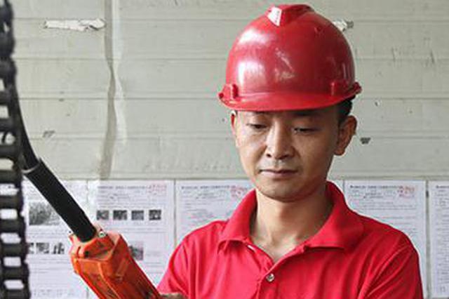 叉车司机创新改造设备技术 每年为公司节约近百万元