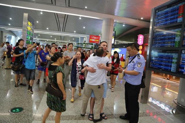 重庆警方去年助65名被拐者找到父母 失散最长的达30年