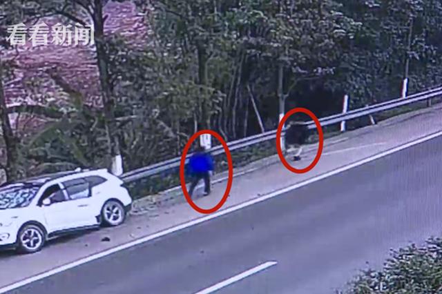 重庆:妻子怀疑丈夫外遇起争执 高速路上互殴酿惨祸