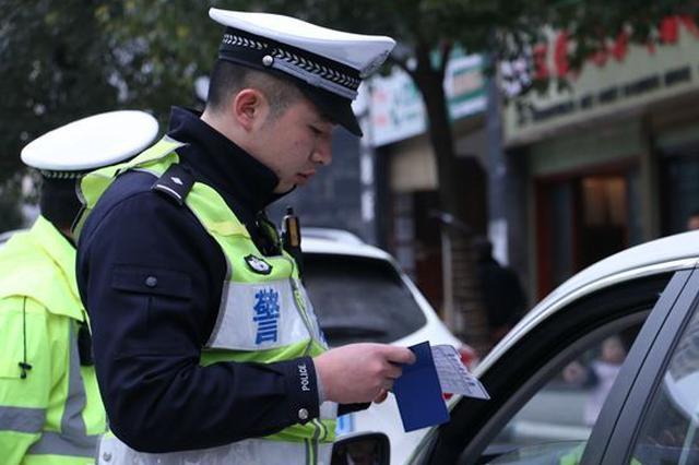 南岸交巡警集中整治摩托车、电动车交通违法行为