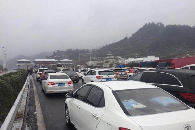 受雨雪天气影响 渝湘、秀松高速省际收费站有管制