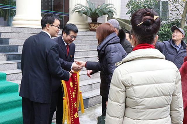 重庆一小区消防通道被占11年:调解后?#26632;?#22797;