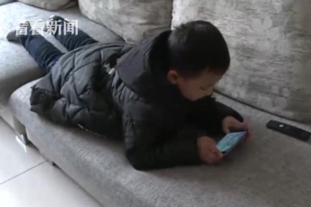 三姐弟的学费没了!重庆6岁熊孩子玩手游5天花掉3万