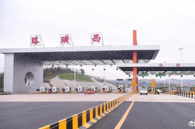 重庆绕城高速珞璜西互通立交通车