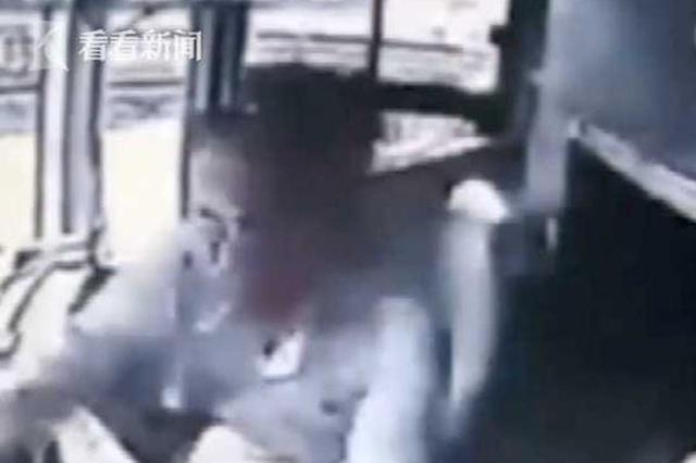 重庆开往苏州大巴现惊魂一幕:男子抢夺方向盘后跳窗