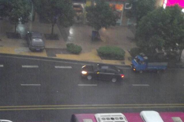 重庆今年首场大雨将至 气温最高将下降12℃