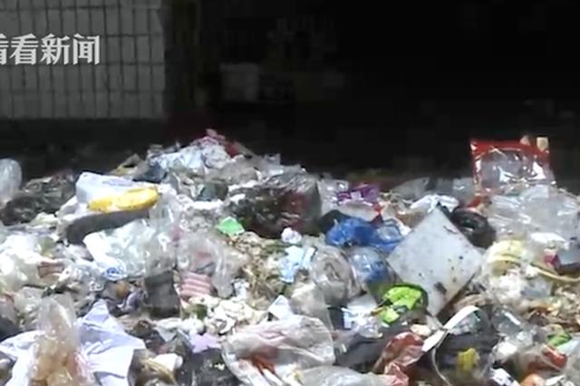 """重庆:楼下外卖配送噪声大 居民垃圾堵门来""""对抗"""""""