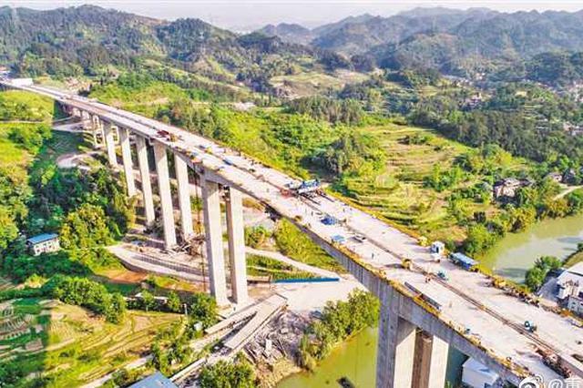 南两高速凤咀江特大桥提前合龙 可经此直达北海