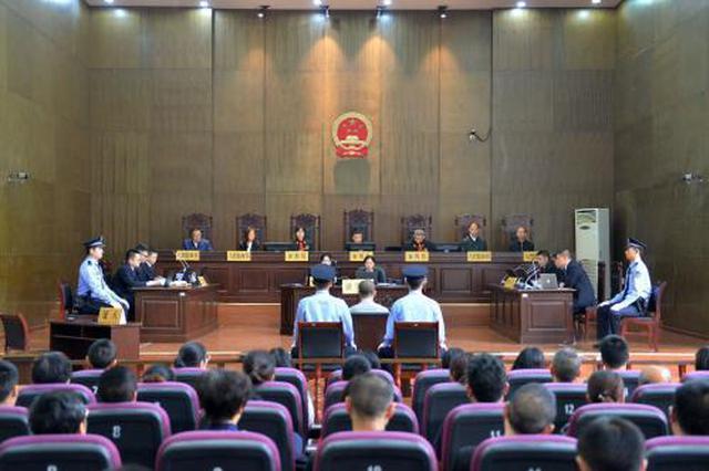 重庆男子涉嫌杀害狱警、刺伤法官案一审开庭审理