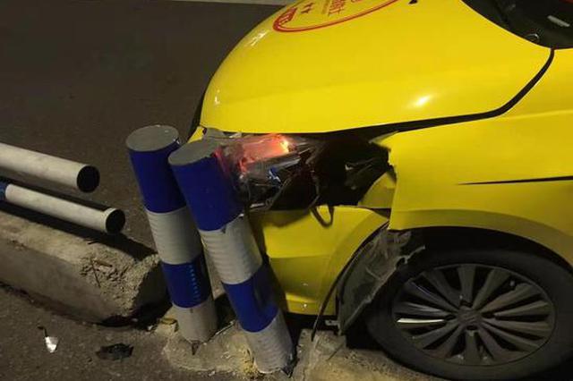 的哥牌桌鏖战9小时 疲劳驾车撞上隔离带