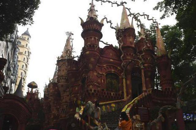 重庆主城一梦幻城堡建筑走红网络 众多市民涌入参观