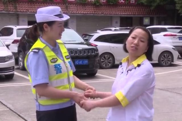 """重庆巴南警民联合为双胞胎开辟""""生命通道"""""""