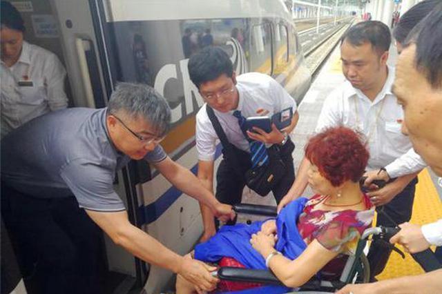 点赞!高铁上老人突发休克 重庆医生紧急施救(图)