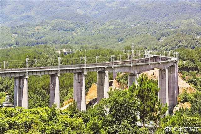 黔张常铁路重庆段全线贯通 时速200公里年底将通车
