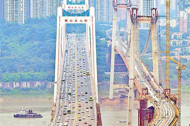鹅公岩轨道专用桥加紧施工 施工量已累计完成88%