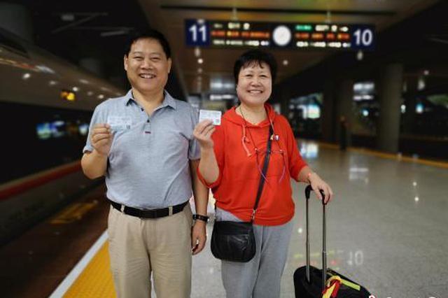 """重庆开通直达香港高铁 市民提前买票体验""""渝港行"""""""