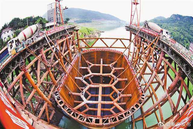 郑万高铁重庆段建设取得重要进展 水下作业全部完工