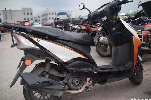 重庆一男子酒驾无牌摩托吃宵夜 被扣36分罚款1700元