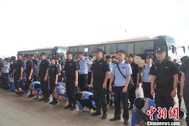 重庆警方捣毁特大跨境诈骗集团 押解69名嫌疑人回国