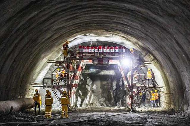 合长高速最长隧道施工进展顺利 项目总投资约112亿