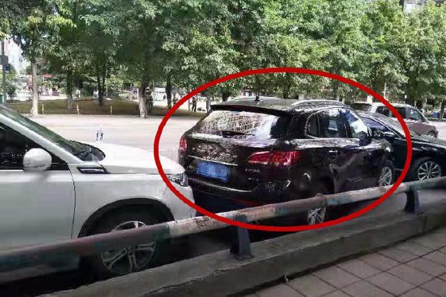 重庆:逃犯试图驾车逃离 辅警破窗徒手将其控制(图)