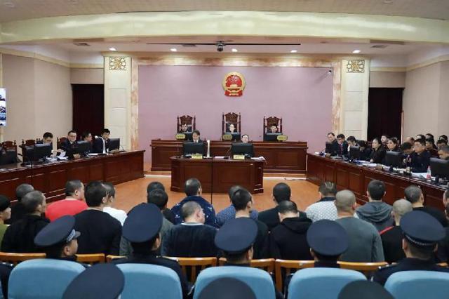 """重庆对程军等39人涉黑案宣判 """"黑老大""""获刑25年"""