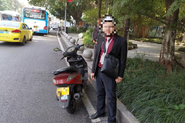 持小车驾照可以驾驶摩托车?重庆一男子规上路被查