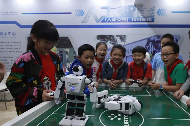 重庆推进中小学生减负 严禁设重点班及考试选拔学生