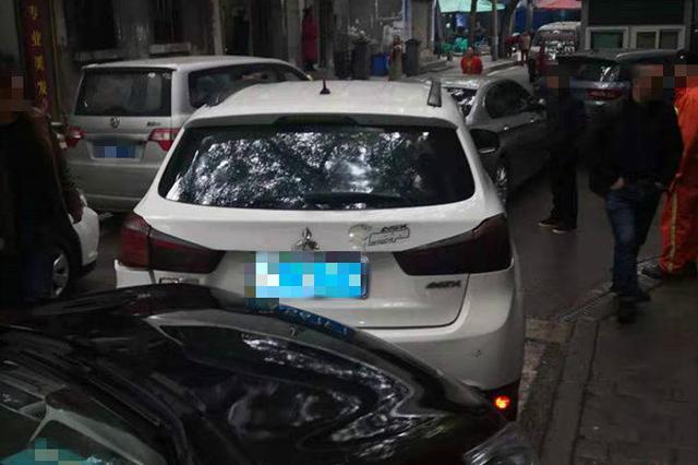 重庆:20年驾龄老司机分不清油门和刹车 致6车相撞