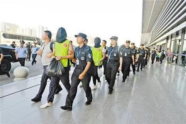 """今年重庆警方打掉""""套路贷""""犯罪团伙近百个"""