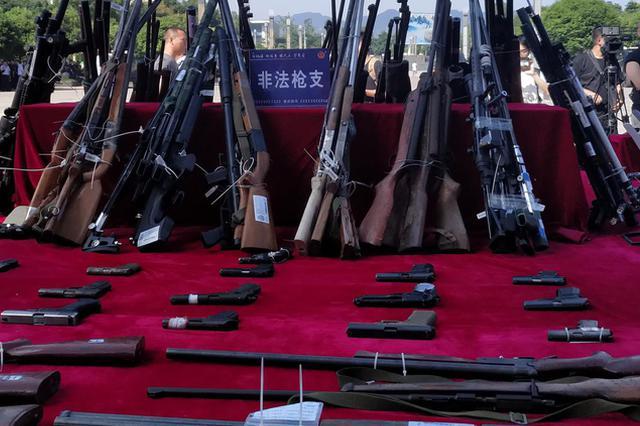 重庆警方破获大型网络制贩枪案 抓获20人缴枪16支