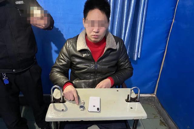 重庆:女子公司团年聚餐醉倒 同事见钱眼开盗窃财物