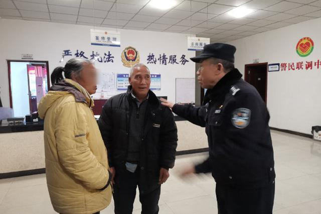 重庆一老人高速路上惊险逆行 民警多方联合助其回家