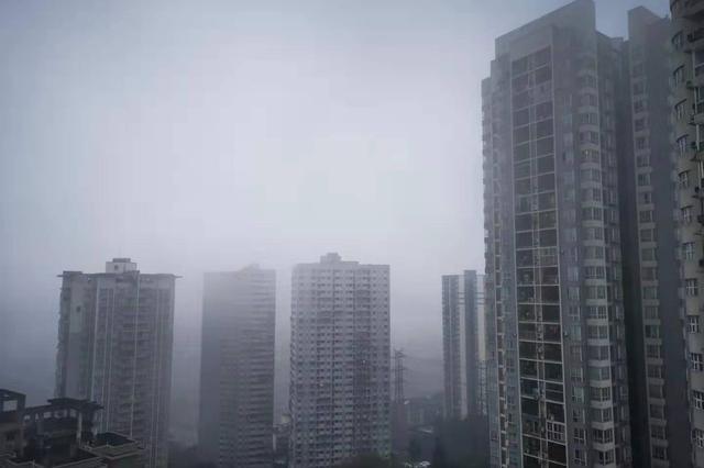 重庆发布大雾黄色预警 局部地区能见度小于200米