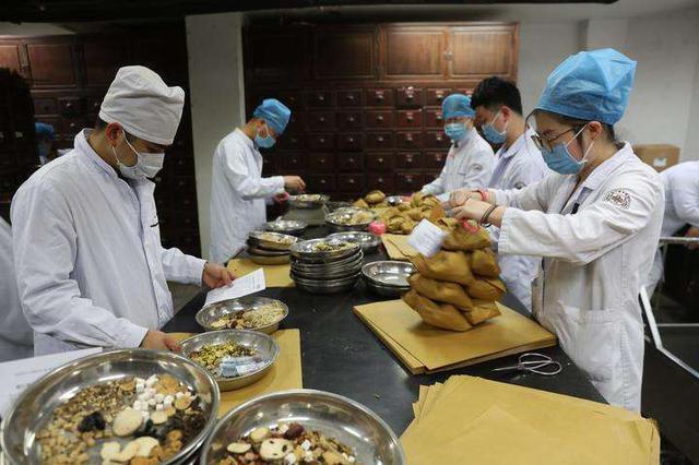 重庆出院患者超八成接受过中医药救治 分型配方治疗