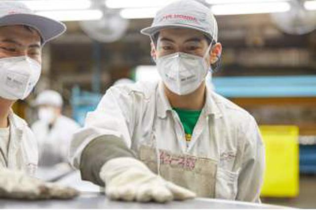 """重庆:全面落实""""三亲"""" 确保防疫和安全生产两不误"""