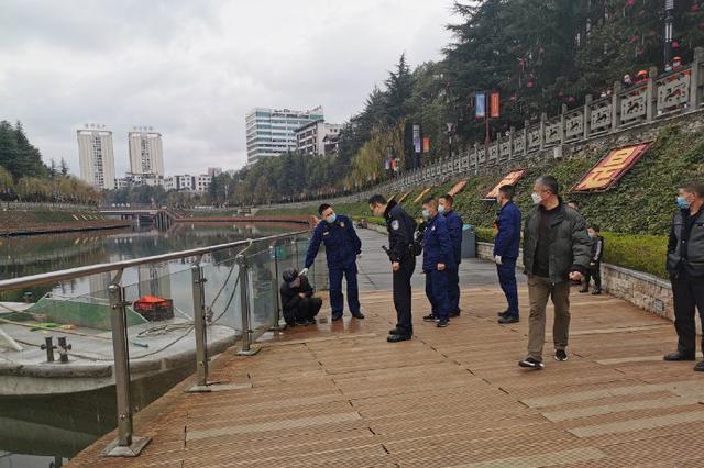 重庆一男子因家庭琐事跳河轻生 警民接力成功救助