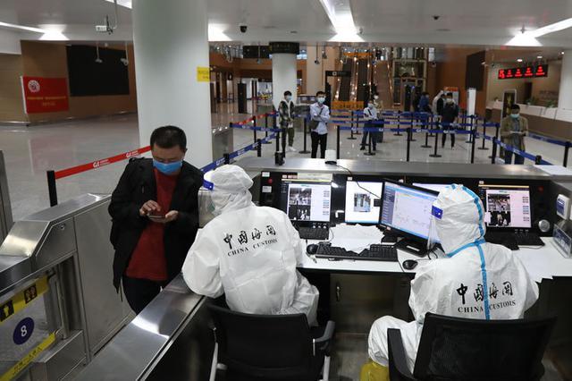 重庆江北机场海关通报一起旅客入境逃避检疫案