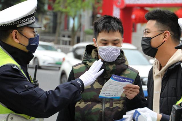重庆:行人闯红灯不听劝导将被录入系统并全面曝光