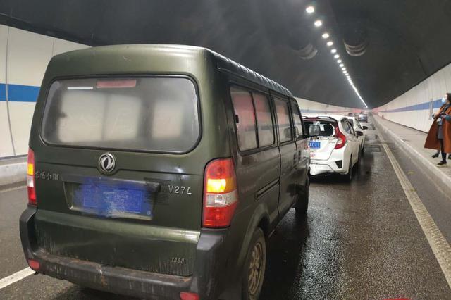 渝中石黄隧道内发生四车追尾事故 幸未造成人员伤亡