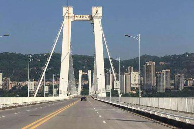 万州长江二桥护栏加固后恢复通行 防撞护栏高1.4米