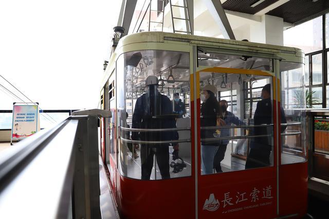 游客们注意啦!今天18点后再来坐长江索道