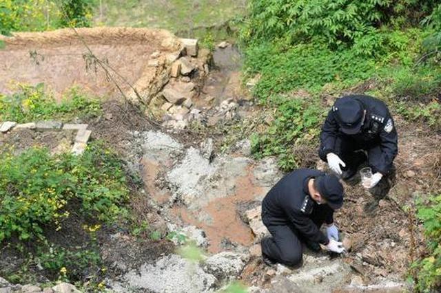 涉嫌向长江流域非法倾倒30余吨危险废物 4人被批捕
