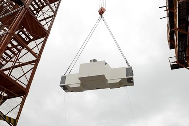 白居寺长江大桥钢桁梁首件吊装成功 明年6月底合龙