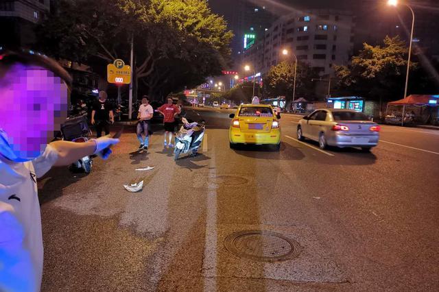 真是太随意!重庆一司机驾车横穿马路后逆行酿事故