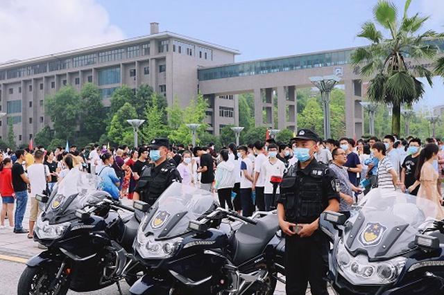 重庆警方出动3.5万人次护航高考安全
