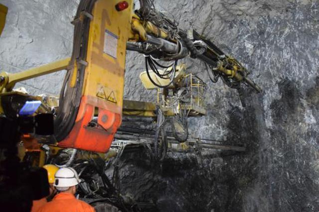 三峡库区最长高铁隧道全线贯通 设计时速达350公里