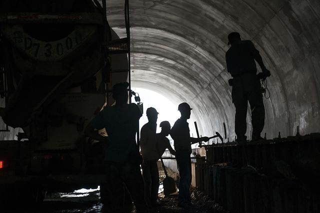 """几乎跑遍每个省份 隧道工范付春的""""吉普赛""""生活"""