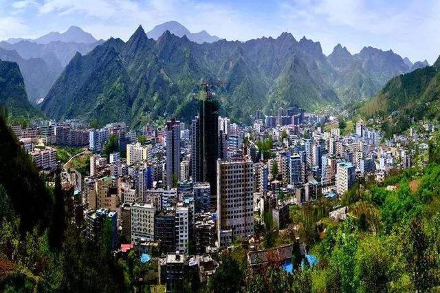 重庆唯一不通高速公路的县城:那些返乡的年轻人